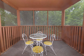 Pigeon Forge Cabin that features a Screened in Porch Great For Morning Coffee