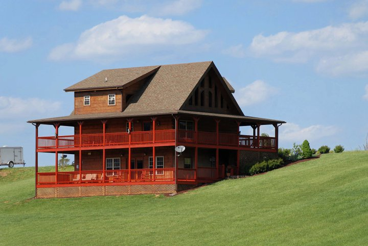 Pigeon Forge Three Bedroom Vacation Cabin Rental with Internet Access