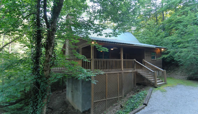 Secluded Tennessee Vacation One Bedroom Cabin Rental in Pigeon Forge