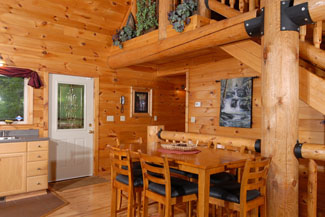 Pigeon Forge Cabin witha dinning area
