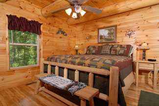Pigeon Forge Cabin with a King size bed in the master bedroom
