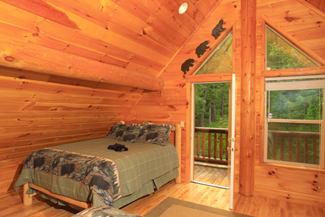Pigeon Forge Cabin with an upper loft