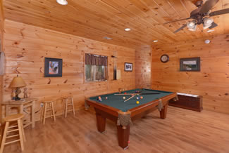 Pigeon Forge Cabin Pool Table
