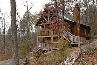 One Bedroom Cabin on the end of a cul-de-sac in a wooded area convenient to Town