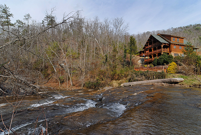 Pigeon Forge Two Bedroom Townhome with a View to a waterfall