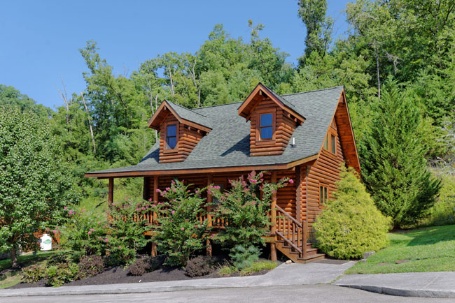 Pigeon Forge One Bedroom Plus Loft Cabin Rental that features a year round  indoor whirl pool. Quiet Serenity   Smoky Mountain Ridge Cabin 136   Luxury 1 Bedroom
