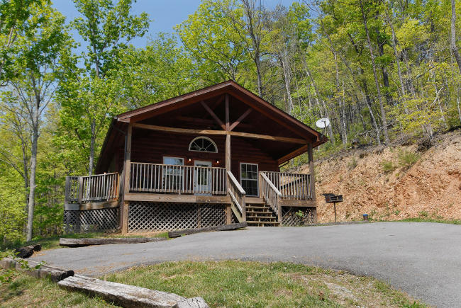 secluded pigeon forge pet freindly cabin