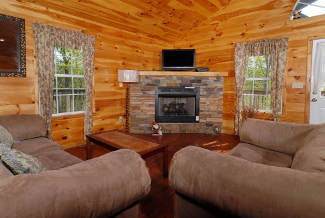 pigeon forge cabin with gas fireplace