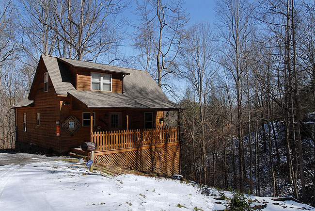 Pigeon Forge One Bedroom Cabin Rental walking distance to a stocked fishing pond