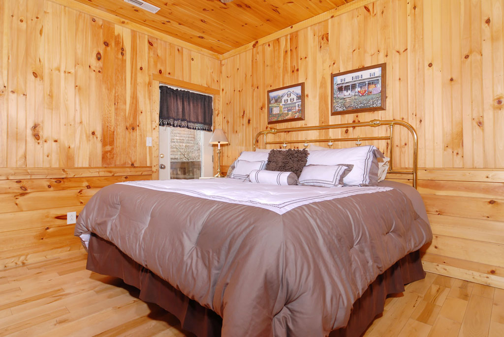 Pigeon Forge Cabin Bedroom