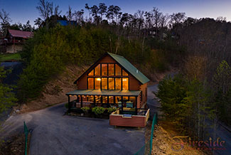 Pigeon Forge Four Bedroom Cabin Rental with an Outdoor Kitchen and a dowtown view