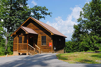Convenient Pigeon Forge Cabin with a Mountain View with Swimming Pool Access