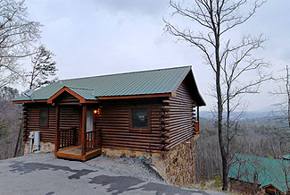 Pigeon Forge Cabin with Mountain View and swimming pool-playground access