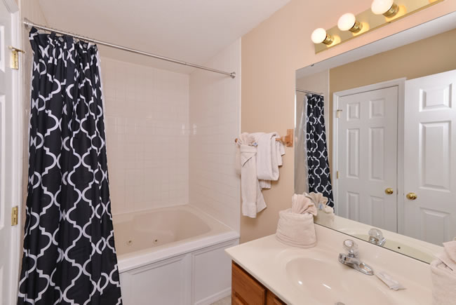 Pigeon Forge Cottage Master Suite Bathroom Whirlpool for 2