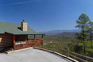Pigeon Forge One Bedroom Log Cabin with a panoramic Mountain view of the Great Smoky Mountains