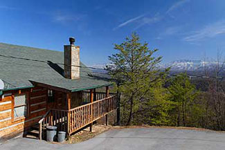 Pigeon Forge Log Cabin Rental in the Great Smoky Mountains with a panoramic mountain View