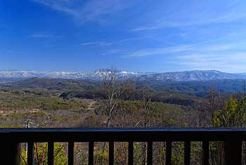 Magnificent mountain views off the deck for you to enjoy