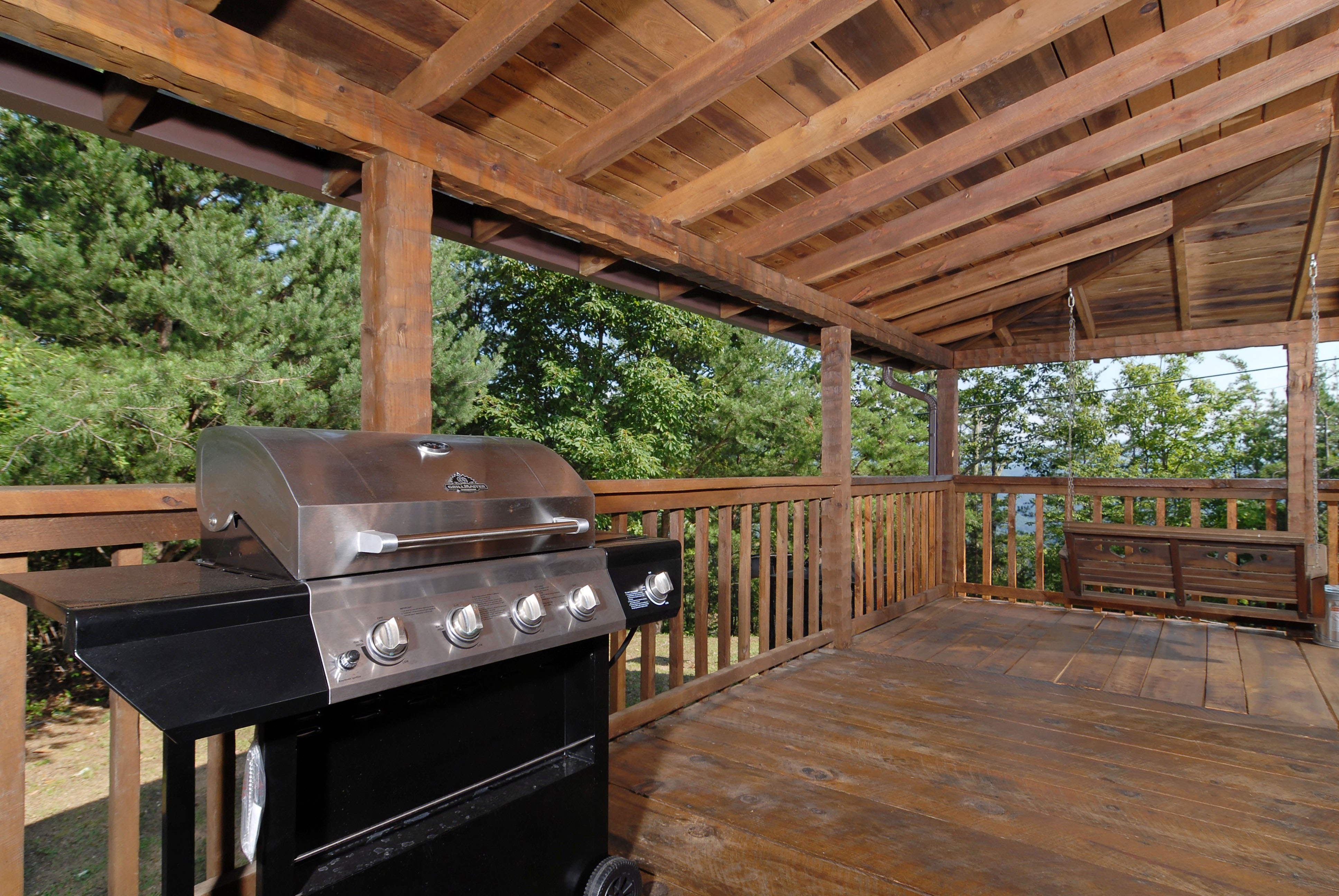 in camelot bedroom cabin pigeon forge cabins rental