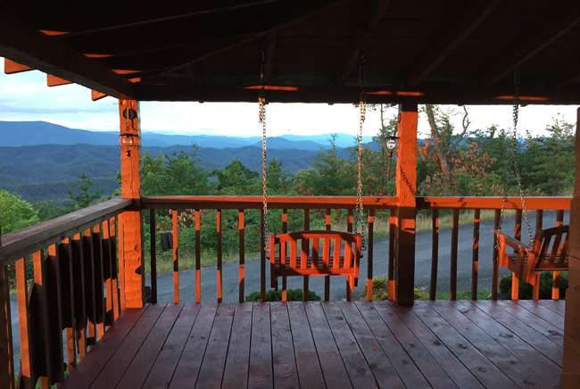 Bluff Mountain Majesty One Bedroom Plus Loft Deck Area Overlooking a Great Smoky Mountain View