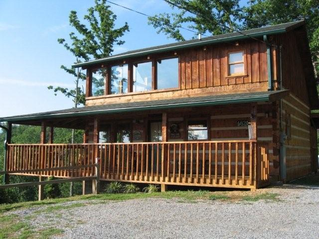 Secluded One Bedroom Plus Loft Cabin Rental with a Smoky Mountain Panoramic Mountain View with Non Smoking