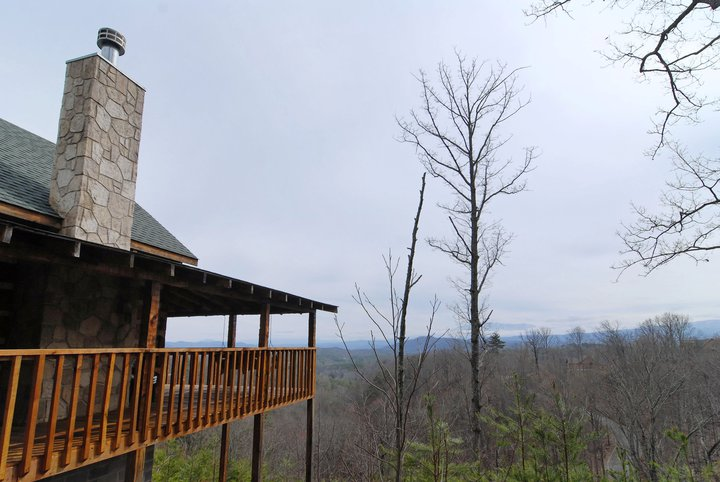 Secluded Pigeon Forge Honeymoon Smoky Mountain View Cabin with Internet Access