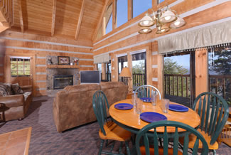 Pigeon Forge Cabin Livingroom with a Smoky Mountain View