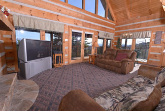 Pigeon Forge Cabin Livingroom Area that has a Panoramic Mountain View