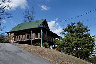 Tennessee Mountain view Cabin Rental with Swimming Pool Access