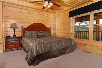 Pigeon Forge Cabin Rental king size bedroom