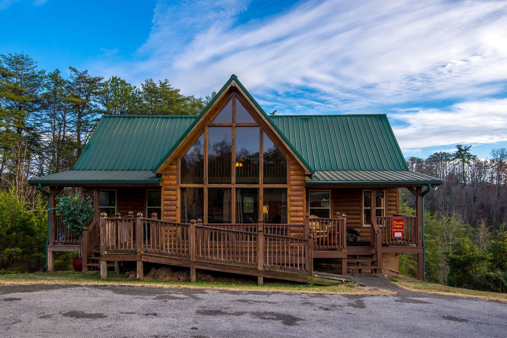 Fireside Chalet And Cabin Rentals Pigeon Forge Tennessee Four Bedroom Group Vacation Cabin