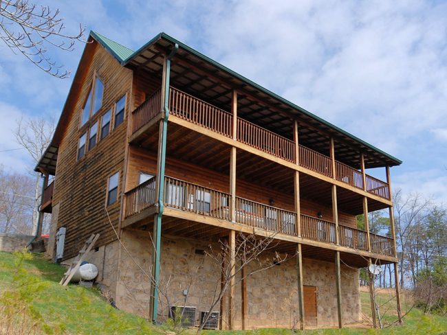 Pigeon Forge Three Bedroom Cabin in a Private Resort with Outdoor Recreational Center