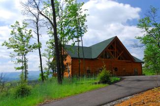 Deluxe Pigeon Forge Cabin Rental with a Mountain View