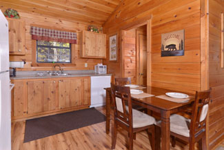 Tennessee One Bedroom Honeymoon Vacation Cabin Rental dinning area