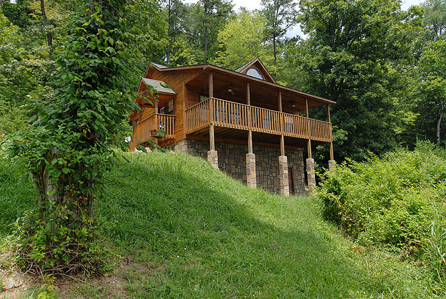 Pigeon Forge Seluded One Bedroom Cabin Rental