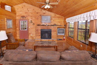 Tennessee honeymoon vacation cabin rental livingroom