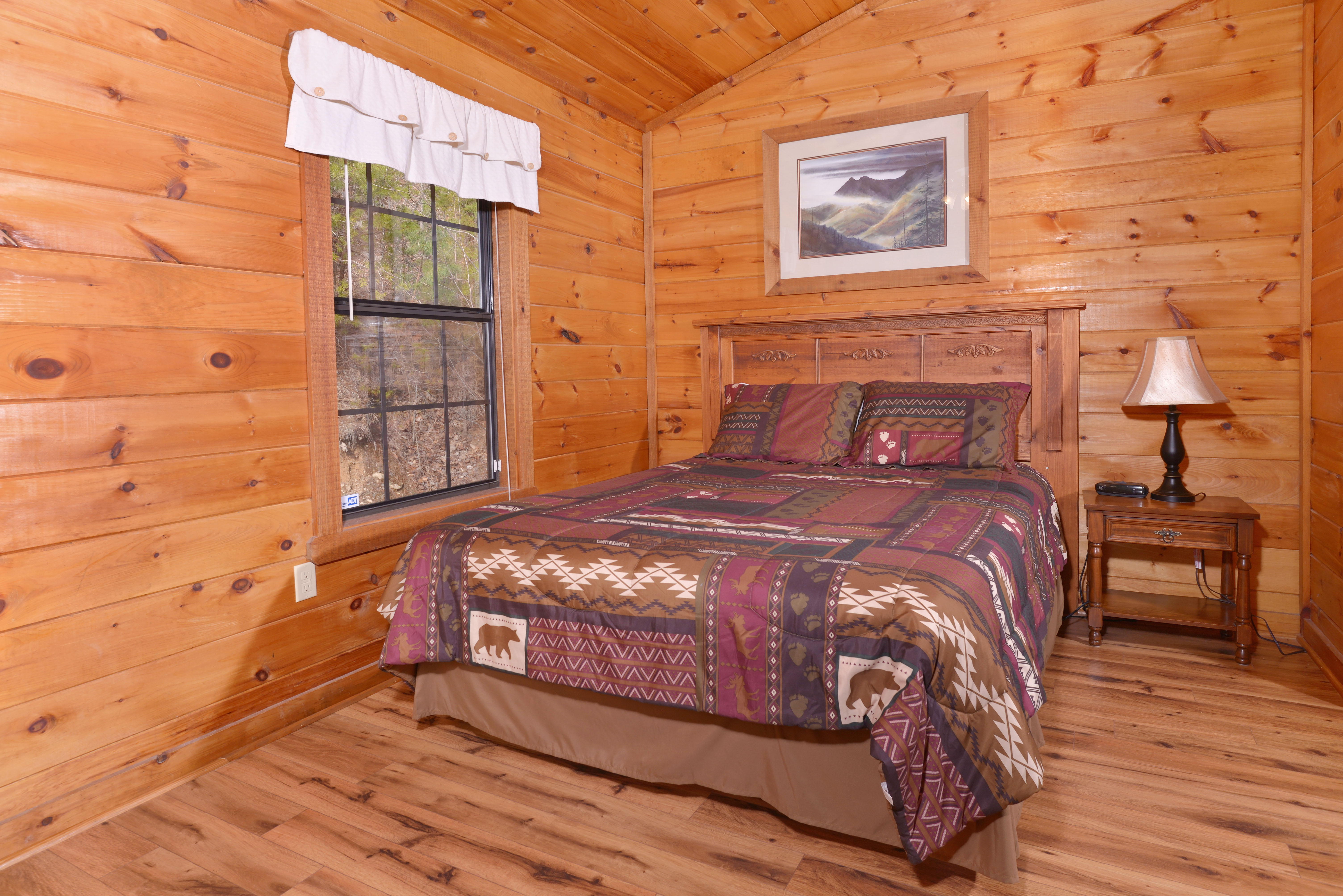 Giggler 39 s getaway 352 new chalet in pigeon forge for Pigeon forge cabins with hot tub