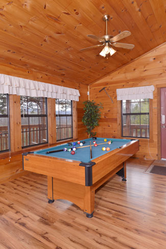 Pigeon Forge Cabin Rental Game Table