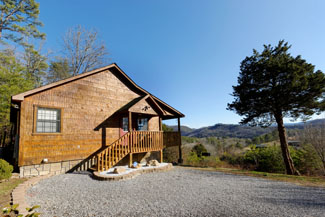 Pigeon Forge One Bedroom Cabin Rental with plenty of parking