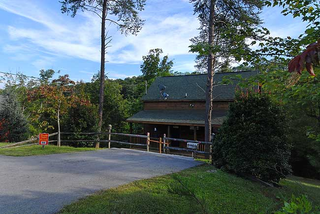 Secluded Honeymoon One Bedroom Cabin Rental in Pigeon Forge Tennessee