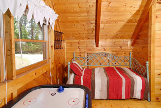 Pigeon Forge Cabin Rental Daybed