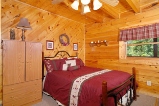 Pigeon Forge Master Suite Cabin Rental