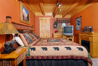 Pigeon Forge Cabin with a Master Bedroom on the Main Level