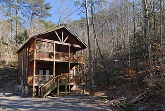 Pigeon Forge Vacation Cabin Rental with a Wooded View