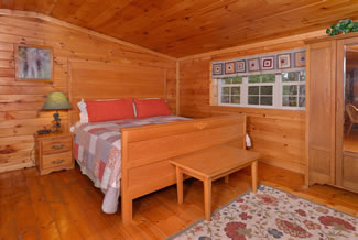 Pigeon Forge Loft Area Bedroom