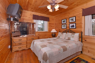 Pigeon Forge Cabin Rental Main Level Bedroom