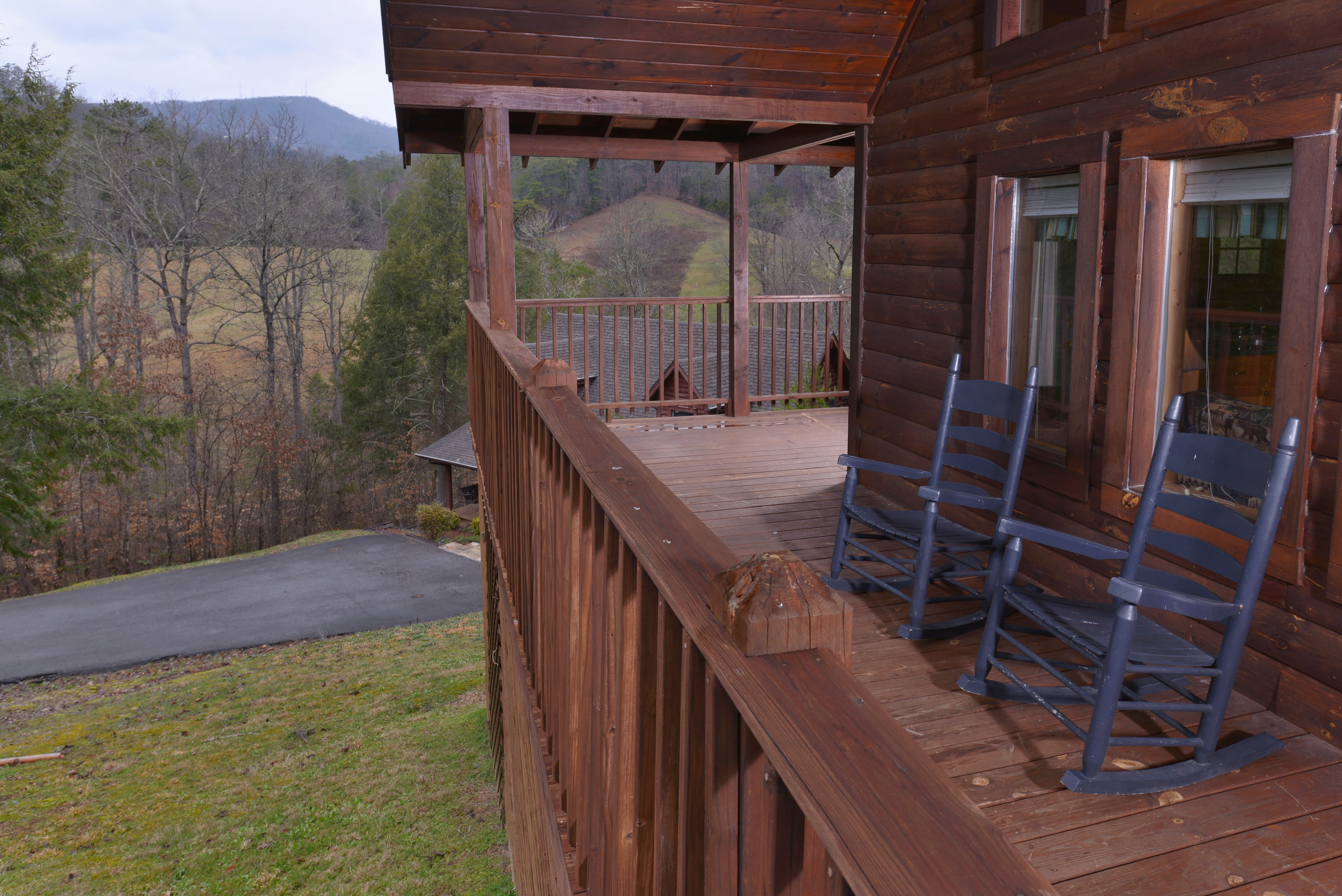 Pigeon Forge One Bedroom Plus Loft Cabin Rental Convenient to the Pigeon Forge Parkway
