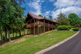 Pigeon Forge One Bedroom Plus a Loft Cabin Rental with convenience to the main parkway