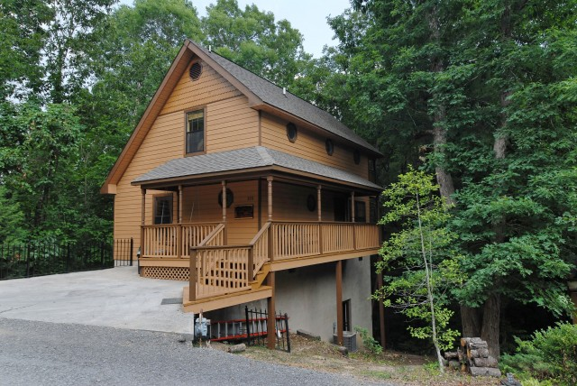Pigeon Forge Vacation Two Bedroom Chalet Rental