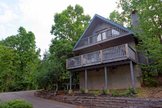 Pigeon Forge Two Bedroom Chalet with Swimming Pool Hot Tub WhirlPool and Wireless Internet