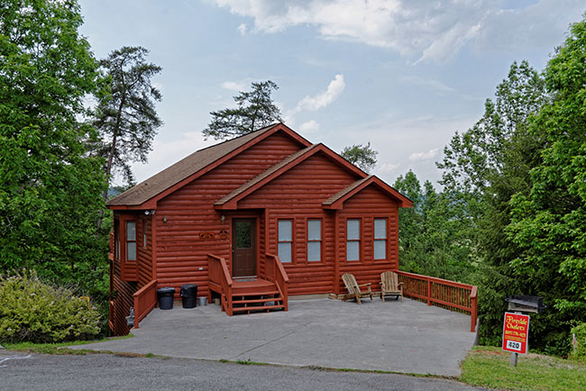 Pigeon Forge Three Bedroom Cabin Rental that features Wireless Internet Access and a Gameroom